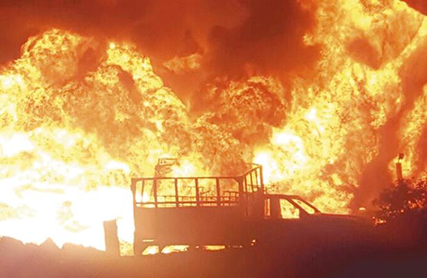 Huachicoleros provocan un voraz incendio, en Cuautepec