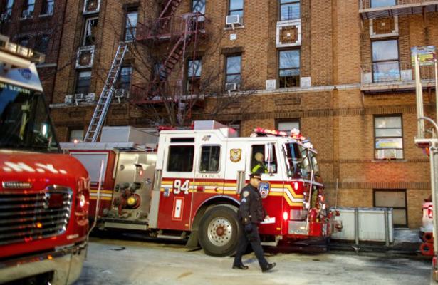 Nuevo incendio arrasa con edificios en Nueva York, hay 16 heridos