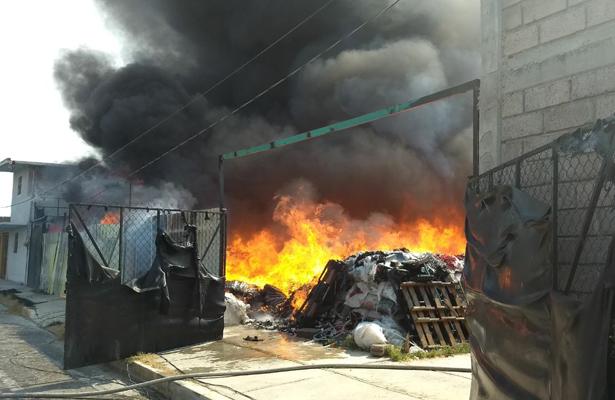 Voraz incendio en Zumpango
