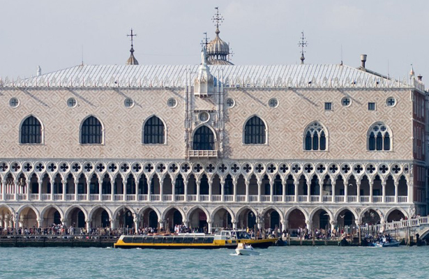 Roban joyas valoradas en miles de euros del Palacio Ducal de Venecia