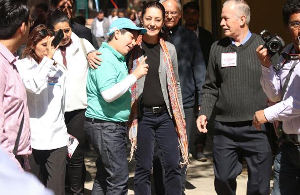 Claudia Sheinbaum se reunió con habitantes de Lindavista Vallejo