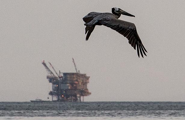 Reservas de crudo de EEUU caen más de lo esperado