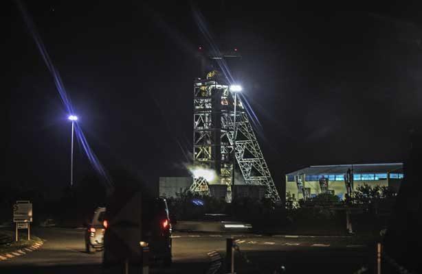 Operación de rescate para sacar a casi 1,000 mineros de un yacimiento en Sudáfrica