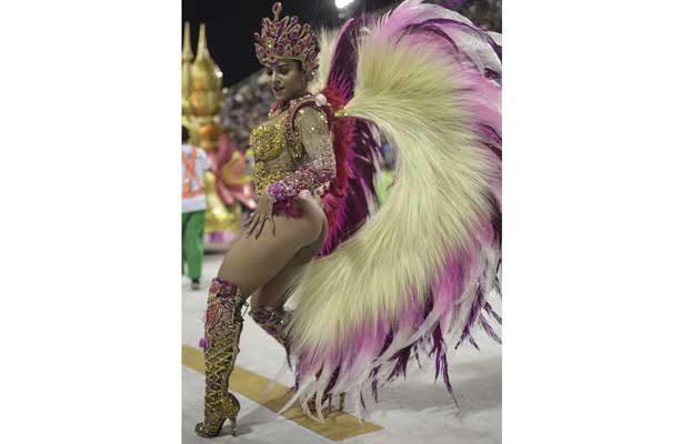 El carnaval de Rio brilla con las escuelas de samba