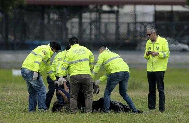 Dos polizones mueren al caer del avión en el que viajaban en Ecuador