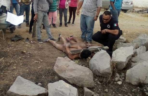 A punto de ser quemados por robar una casa en Izcalli