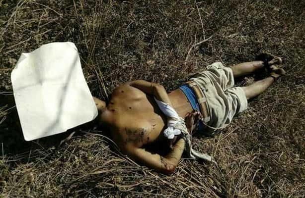 Lo ejecutaron a balazos y le dejaron una cartulina con leyenda en Puerto Escondido