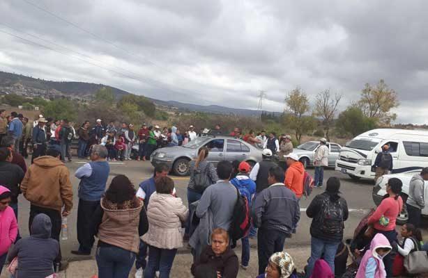 Maestros de la CNTE se manifiestan en apoyo a Elba Esther Gordillo