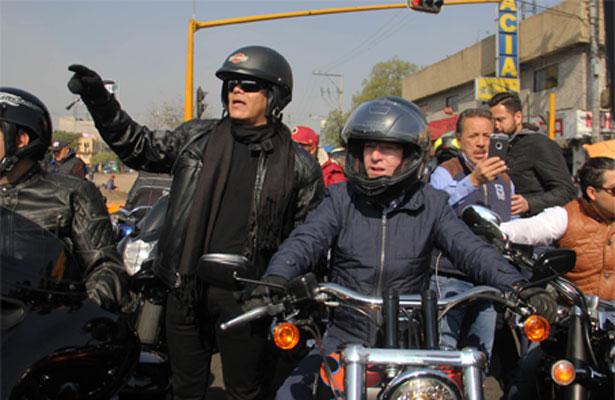 Ricardo Anaya se sube a la moto