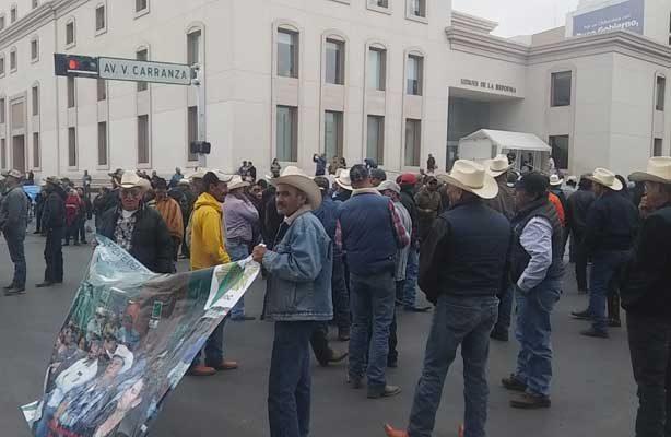 Toman palacio de Gobierno de Chihuahua, 500 productores de frijol