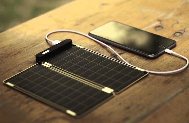 Universitarios desarrollan cargadores solares para dispositivos móviles