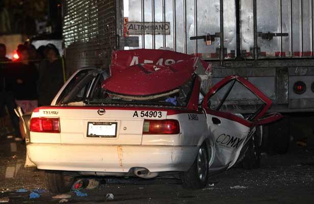 Muere taxista prensado sobre avenida Taxqueña