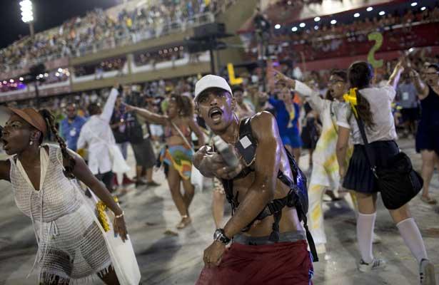 Cierra carnaval de Brasil con un grito contra la violencia