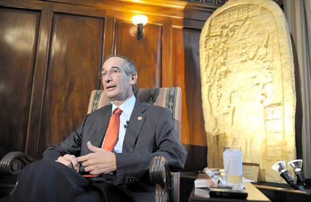 Detienen al ex presidente Álvaro Colom por corrupción