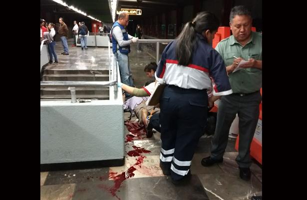 Usuario del metro es herido en eltobillo con arma punzocortante