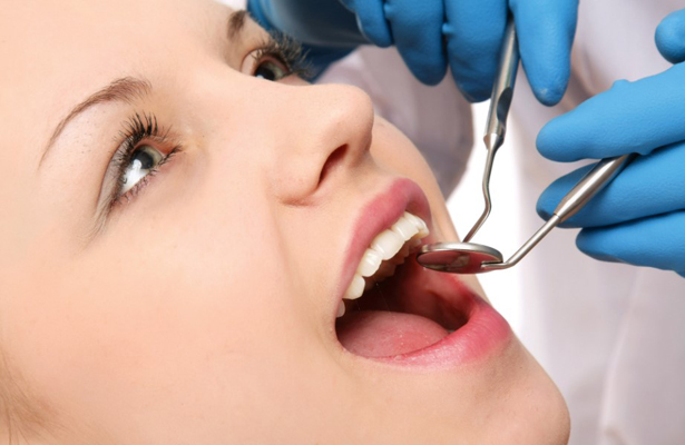 Niños y adolescentes tienen en promedio tres dientes afectados por caries
