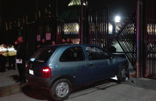 Ebrio choca contra rejas de la entrada a la Basílica de Guadalupe
