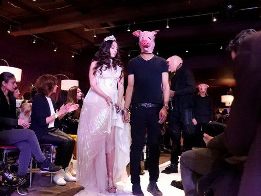 Víctimas de abuso sexual participan en la Semana de la moda
