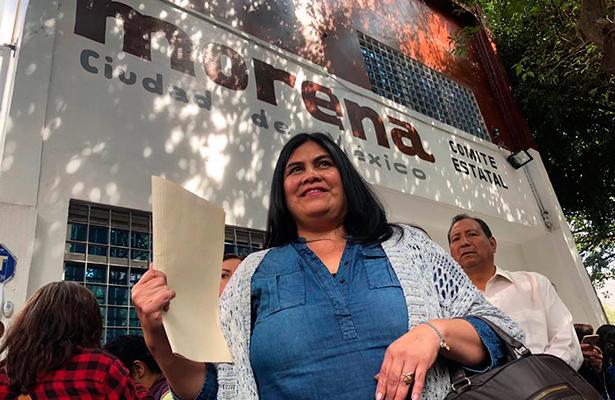 Guadalupe Chavira se registra como precandidata a diputada  local