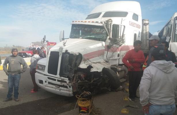 Aparatoso choque deja 33 heridos en la carretera León- San Felipe