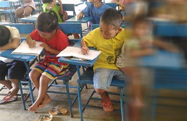 Niño Llevó a su hermano de un año al salón, para no perder clases