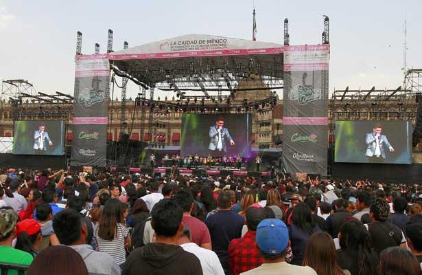 Disfrutan miles de capitalinos concierto del mes del amor y la amistad