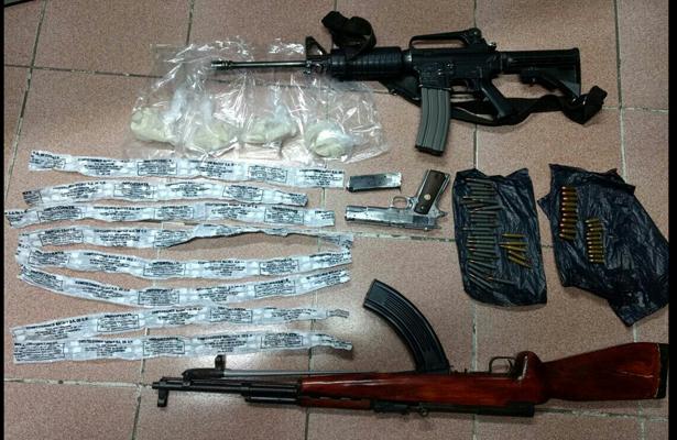 Detienen a narcomenudistas, seles asegura droga y armas, en Coacalco