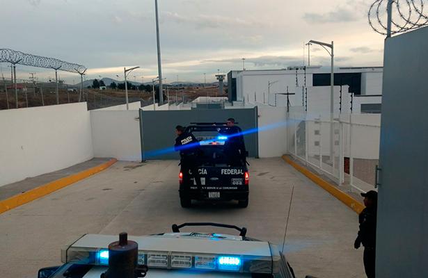 Cinco federales huachicoleros son ingresados al penal del Altiplano