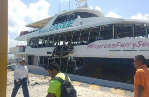 Explota ferry en Playa del Carmen