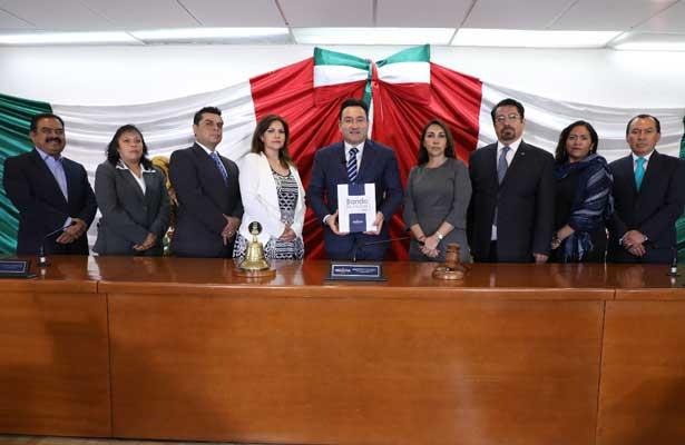 Presenta Naucalpan su Bando Municipal 2018