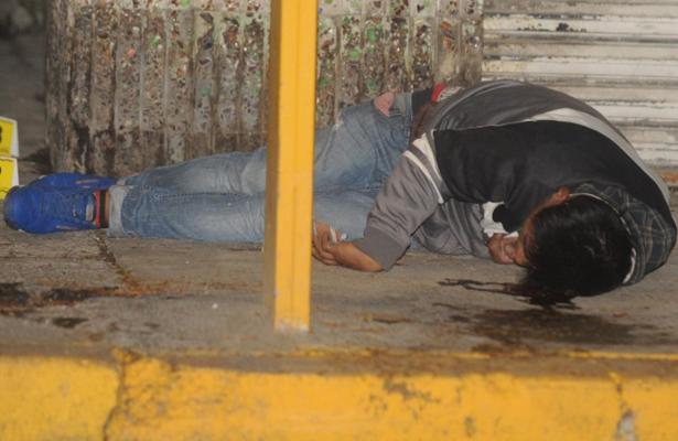 Amanece con cinco balas en calles de Neza