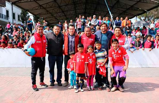 Futbolistas profesionales apoyan el deporte en Milpa Alta