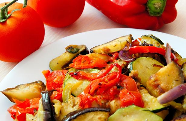 Estudiante regia diseña menús para adultos mayores con diabetes