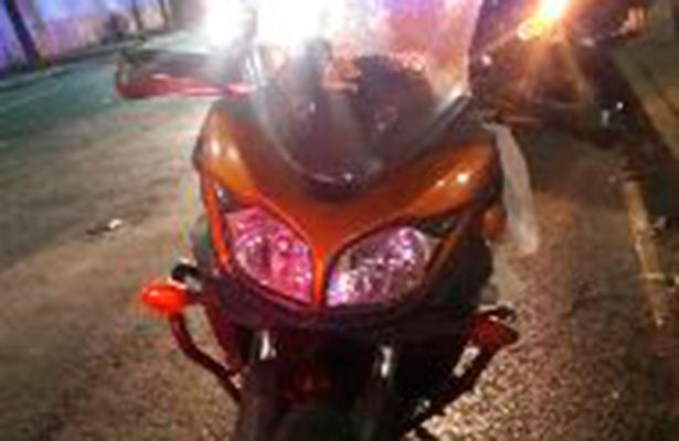 Le tumban la moto a un argentino en la peligrosa V. Carranza