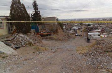 Arrojan cadáver de un hombre en una zanja, en Chihuahua