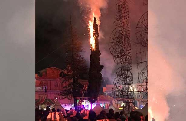 Se incendia pino durante fiesta en Tezontepec de Aldama
