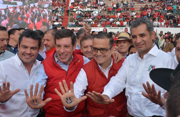 Eligen priístas a Miguel Castro como candidato a gobernador