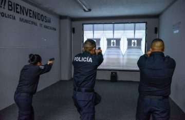 Imparten curso de armamento y tiro en stand virtual en Naucalpan