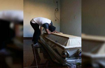 Habitantes de Jamiltepec lloran a sus víctimas tras tragedia