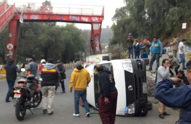 Volcadura de combi paraliza la Xochimilco- Tulyehualco
