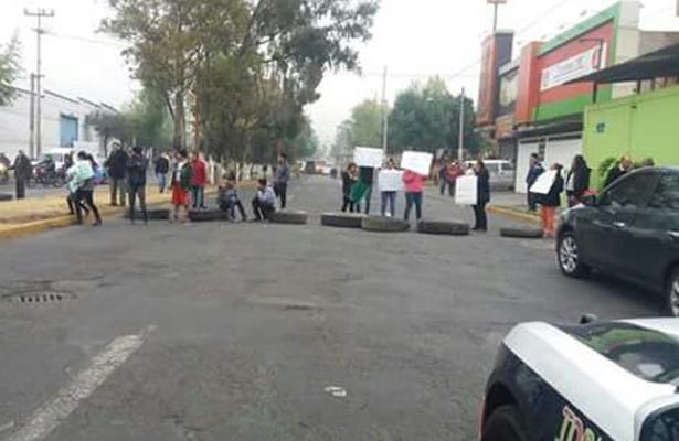 Manifestación en Tlalnepantla exigen agua