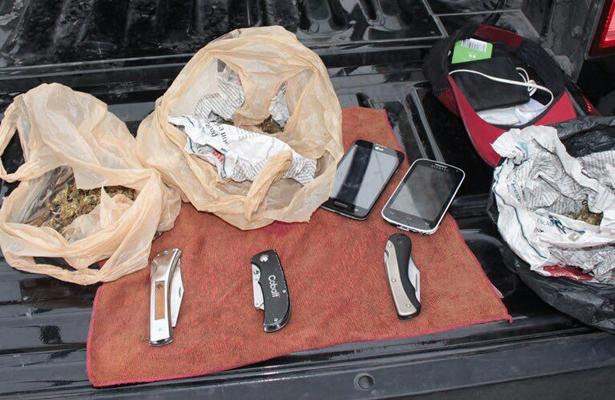 Policía Estatal aseguró una camioneta, armas largas, cortas y chalecos táctico