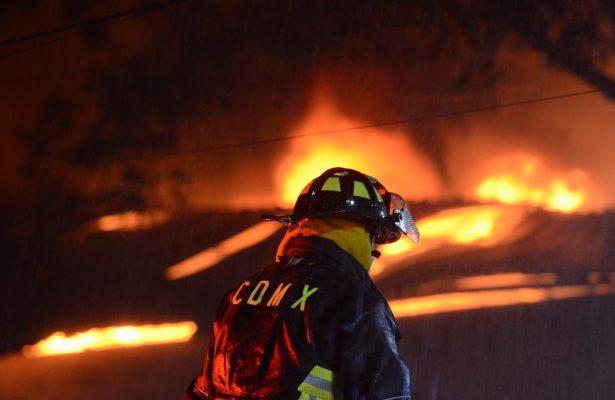 Se registra incendio en una fábrica de la Colonia Anáhuac