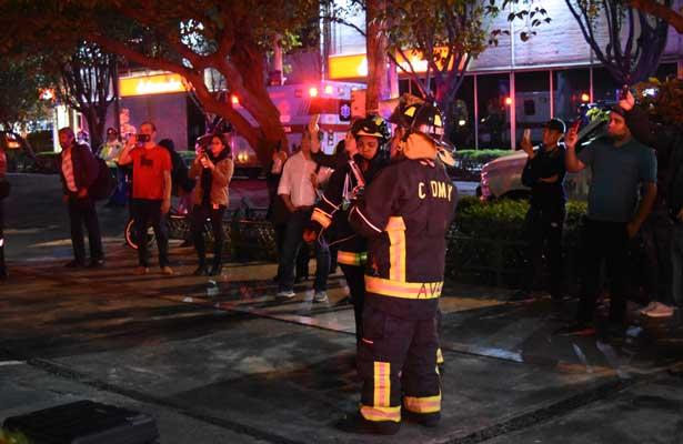 Incendio consume bodega en Palacio de Hierro Durango
