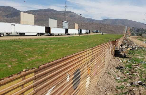 Revisa Trump los prototipos de muro [Fotos y Video]]