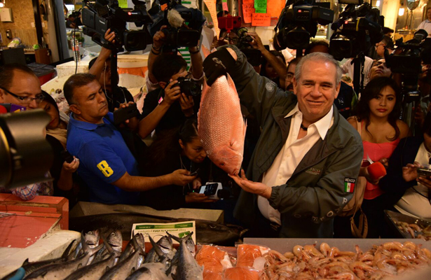 Procurador Federal del Consumidor realiza recorrido por mercado San Juan
