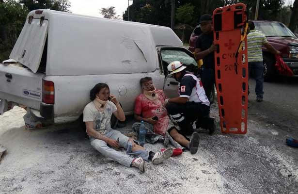 Choque entre un taxi y una camioneta deja un muerto