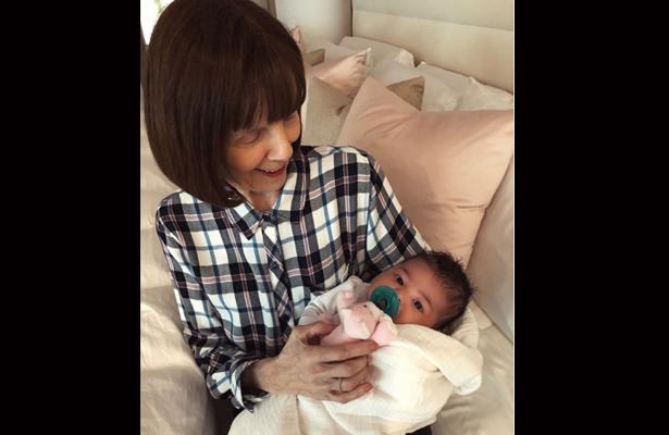Kylie Jenner enseña foto más tierna de su hija con si bisabuela