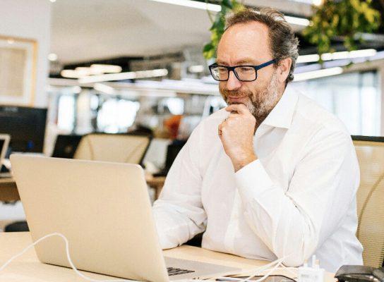 Fundador de Wikipedia lanza iniciativa en español para combatir las noticias falsas