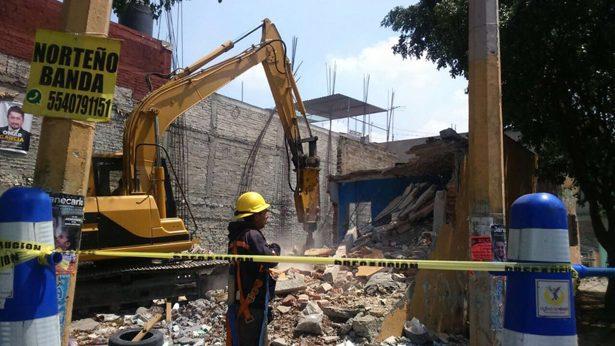 Retiran inmueble dañado en la colonia Nueva Atzacoalco